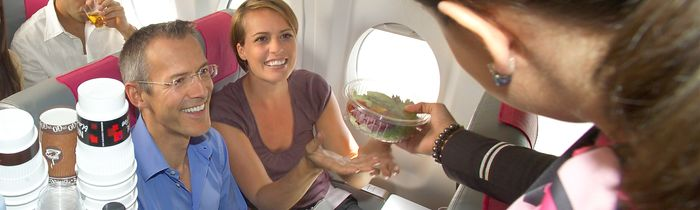 Bei einem individuellen Charterflug wird der Bordservice auf die Wünsche der Reisegruppe abgesetimmt
