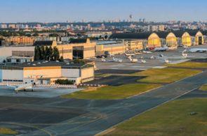 Blick auf das Vorfeld am Flughafen Paris Le Bourget