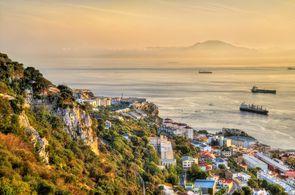 Blick vom Felsen von Gibraltar auf das Meer