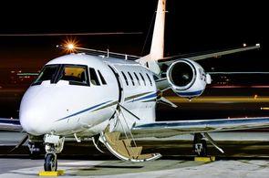 Privatjet des Typs Cessna Citation XLS am Abend