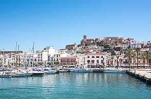 Blick auf den Hafen von Ibiza Stadt