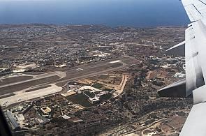 Blick aus der Vogelperspektive auf den Flughafen Malta
