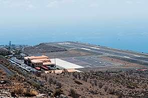 Blick auf den Flughafen von La Gomera