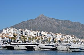 Blick auf den Hafen von Marbella