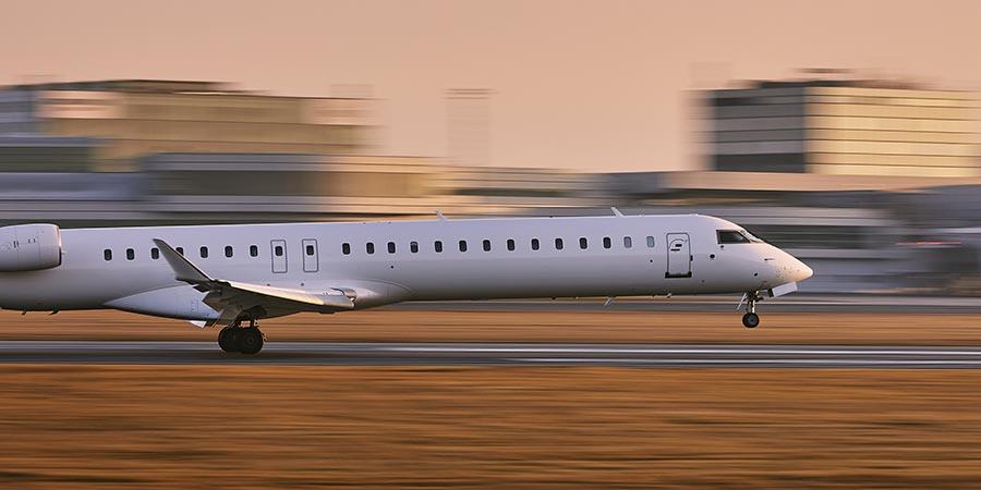 Charterflugzeug bei der Landung