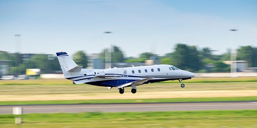 Privatjet bei der Landung