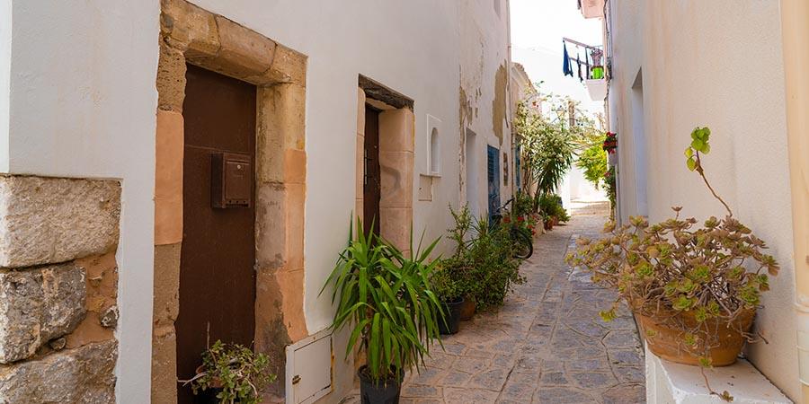 Enge Gassen in Ibiza Stadt